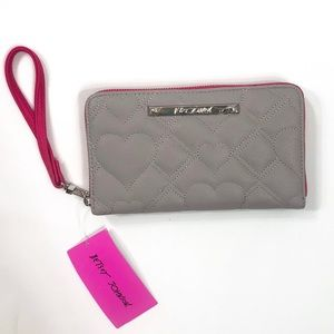 ♥️ Betsey Johnson Quilted Wristlet Wallet